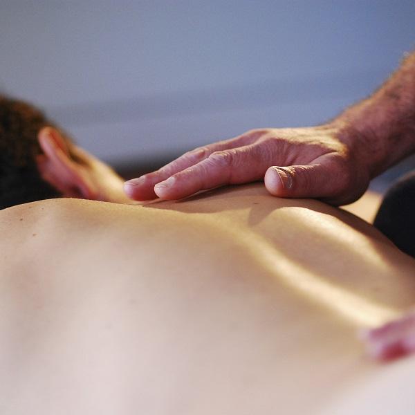 T6 - Massage cachemirien, tout en douceur, par Bruno Deck - Masseur tantrique Perpignan ©Hélène Toulet